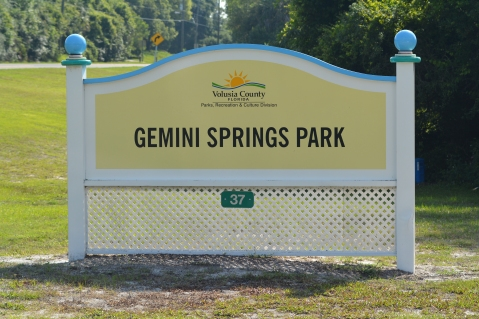 Entrance sign to Gemini Springs Park